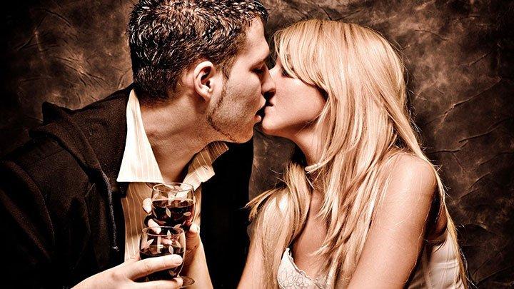 beijar uma mulher