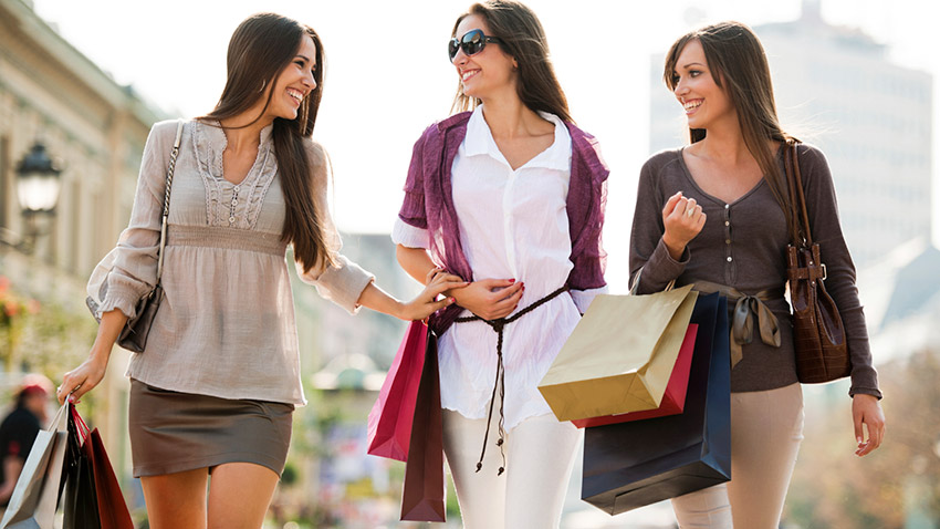 mulheres no shopping